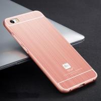 Двухкомпонентный чехол с металлическим бампером и поликарбонатной накладкой текстура Металл для Xiaomi MI5 Розовый