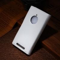 Чехол портмоне подставка зернистой текстуры с защелкой на пластиковой основе для Nokia Lumia 830 Белый