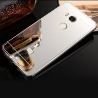 Двухкомпонентный чехол c металлическим бампером с поликарбонатной накладкой и зеркальным покрытием для Xiaomi RedMi 4 Pro  Белый