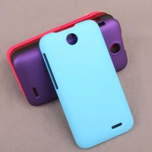 Пластиковый матовый непрозрачный чехол для HTC Desire 310