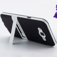 Двухкомпонентный силиконовый чехол с поликарбонатной накладкой с встроенной ножкой-подставкой для Samsung Galaxy J7 Черный