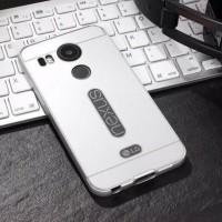 Двухкомпонентный чехол с металлическим бампером и поликарбонатной накладкой с вырезом под лого для Google LG Nexus 5X Белый