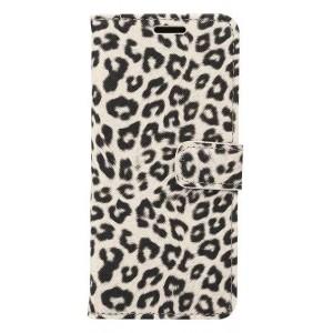 Чехол горизонтальная книжка подставка текстура Леопард на пластиковой нескользящей премиум основе с отсеком для карт и тканевым покрытием на магнитной защелке для Samsung Galaxy S8