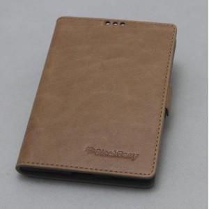 Кожаный чехол горизонтальная книжка (нат. кожа) с крепежной застежкой для Blackberry Passport Бежевый