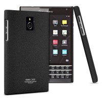 Пластиковый матовый чехол с повышенной шероховатостью для Blackberry Passport Черный