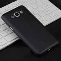 Силиконовый матовый непрозрачный чехол с текстурным покрытием Кожа для Samsung Galaxy J5 (2016)  Черный