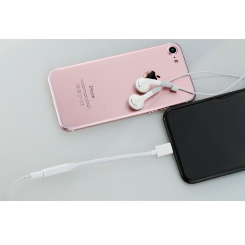 Аудиокабель AUX-Lightning 0.1м для подключения аналоговых 3.5мм наушников