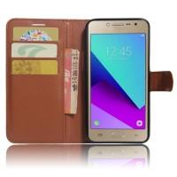 Чехол горизонтальная книжка подставка на силиконовой основе с отсеком для карт на магнитной защелке для Samsung Galaxy J2 Prime  Коричневый