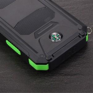 Портативное зарядное устройство 10000mAh в противоударном пылевлагозащищенном корпусе c солнечной батареей, LED-фонариком, 2 разъемами USB (1А+2.1А), встроенным компасом, петлей для карабина и индикатором заряда Зеленый