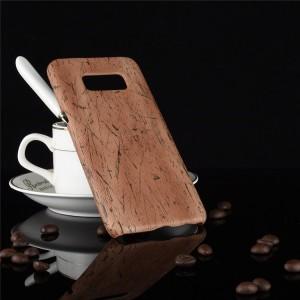 Пластиковый непрозрачный матовый чехол накладка с текстурным покрытием Дерево для Samsung Galaxy S8  Коричневый