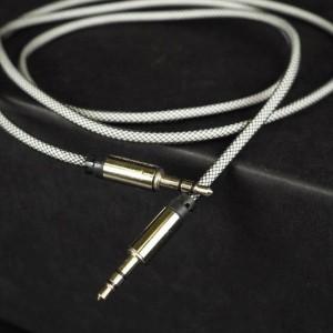 Антизапутываемый аудиокабель AUX 3.5мм 1м в защитной металлической оплетке Белый
