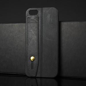 Силиконовый матовый непрозрачный чехол с текстурным покрытием Кожа и петлей-держателем для Iphone 5s/5/SE Черный