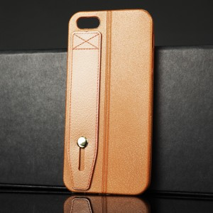 Силиконовый матовый непрозрачный чехол с текстурным покрытием Кожа и петлей-держателем для Iphone 5s/5/SE Коричневый