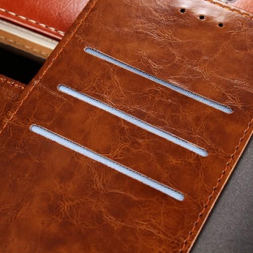Винтажный чехол портмоне подставка на силиконовой основе с отсеком для карт на магнитной защелке и текстурным покрытием Линии для Alcatel 3 Коричневый
