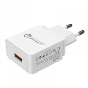 Универсальное сетевое зарядное устройство 220В 50-60Гц/USB с поддержкой быстрой зарядки QC3.0 (5В/2А, 9В/2А, 12В/1.5А) Белый