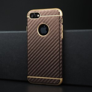 Силиконовый матовый непрозрачный чехол с текстурным покрытием Карбон для Iphone 7/8 Коричневый