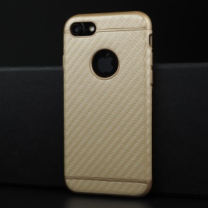 Силиконовый матовый непрозрачный чехол с текстурным покрытием Карбон для Iphone 7/8 Бежевый