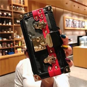 Дизайнерский чехол портмоне-клатч на силиконовой основе с отсеком для карт на крепежной застежке для Iphone 7/8 Черный